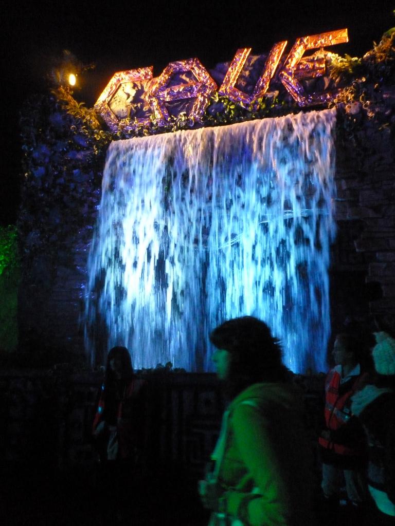 The Cave de nuit.