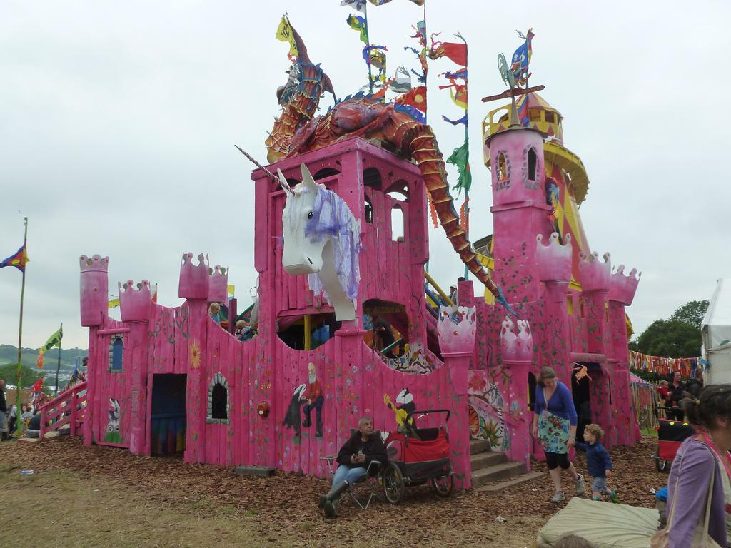 Le magique château rose de Kidz Field.