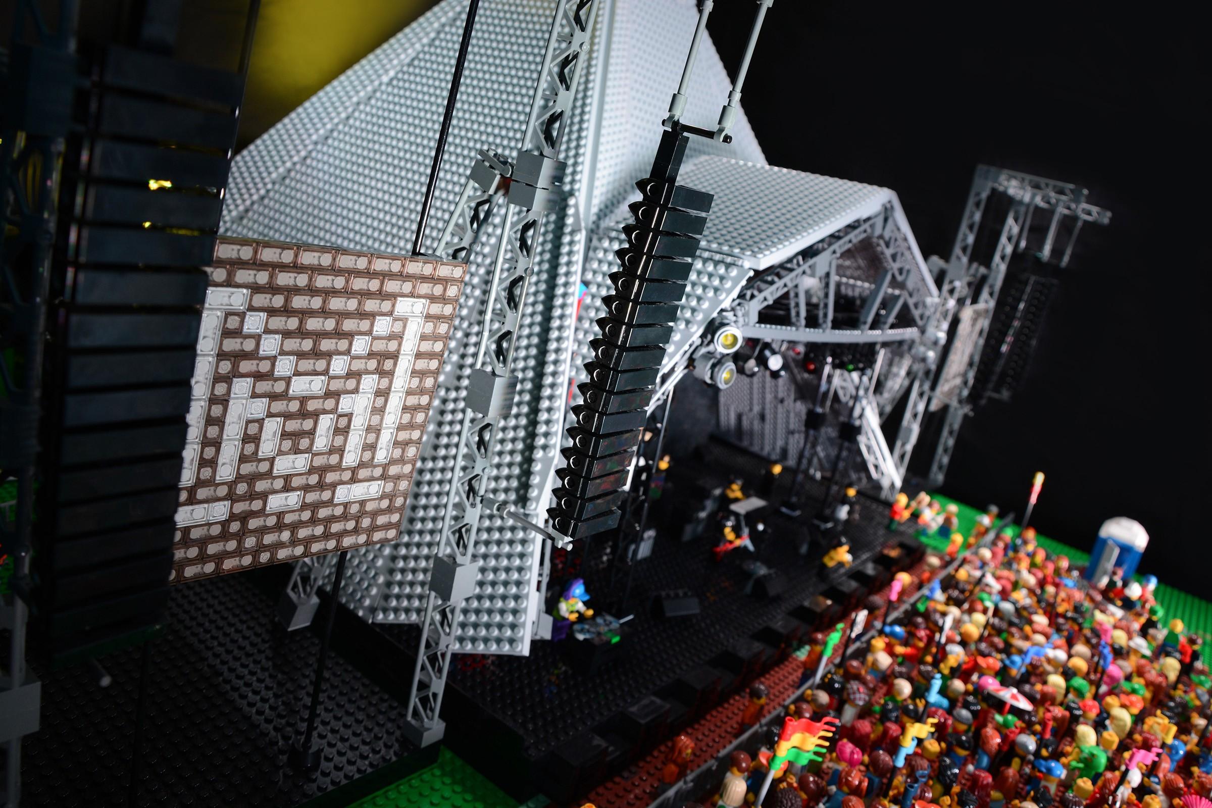Maquette de la Pyramid stage en Lego
