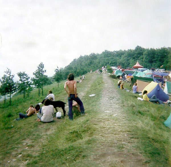 vue du free-festival de Glastonbury 1977